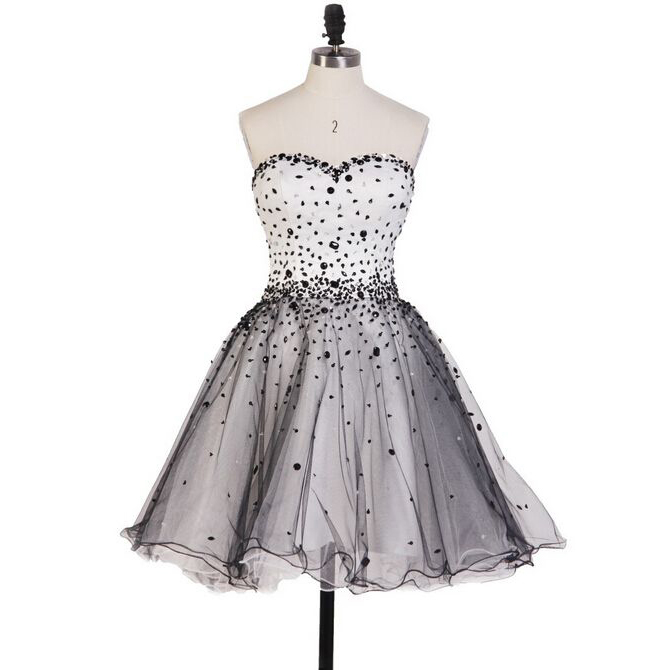 Beaded Embellished Sweetheart Short Tulle Homecoming Dress Featuring Lace-Up Back